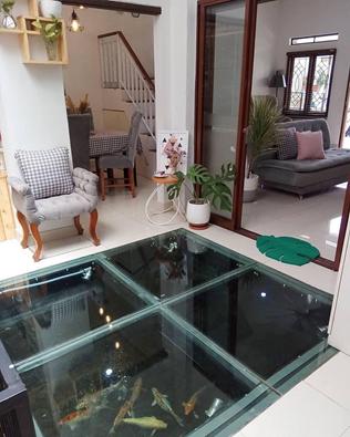 Kolam Yang Menyatu Dengan Lantai